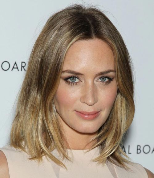 Emily Blunt's Medium-Length Blonde Hair In Straight Casual Hairstyle