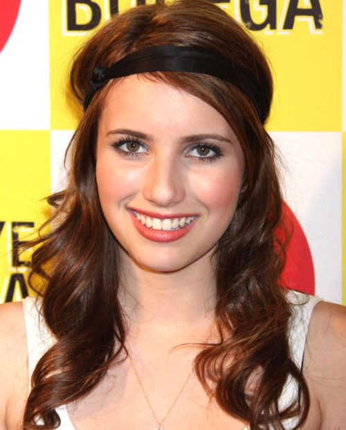 Emma Roberts's Long Brown Hair In Wavy Hairdo With Headwrap