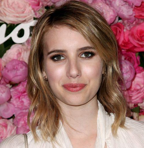 Emma Roberts's Medium Blonde Hair In Wavy Hairstyle For Teens