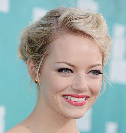Emma Stone's Blonde Hair In Wavy Updo Hairdo For Brides
