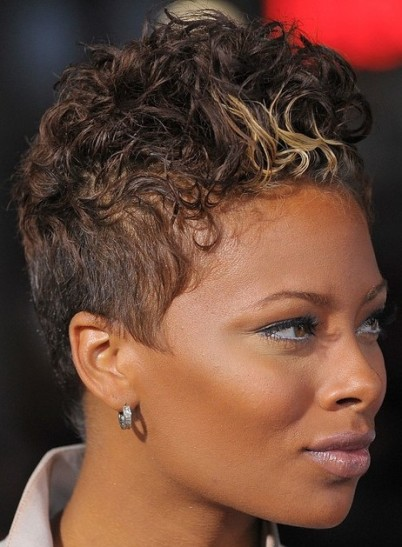 Eva Pigford In Short Curly Crest Hairstyle With Blonde Flash