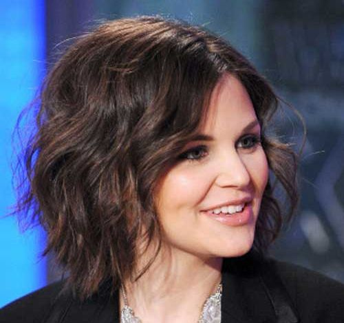 Ginnifer Goodwin's Brown Hair In Medium Loose Wavy Hairstyle