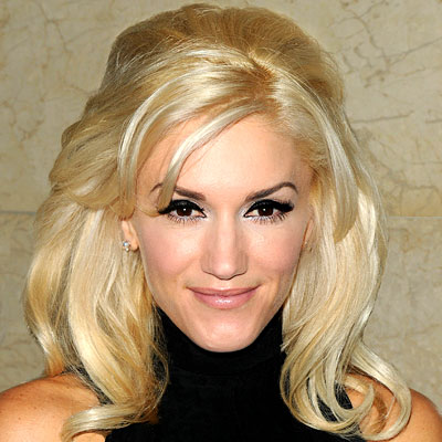 Gwen Stefani's Blonde Straight Hair In Voluminous Hairstyle With Bump