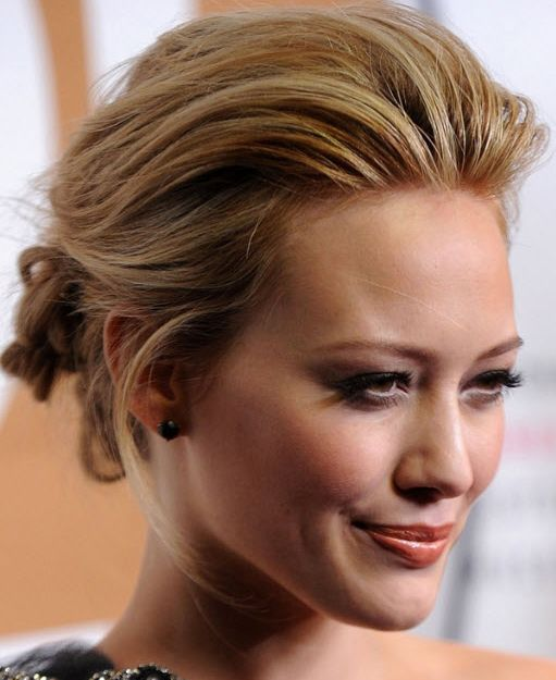 Hilary Duff's Blonde Hair In Loose Wavy Romantic Updo Hairdo