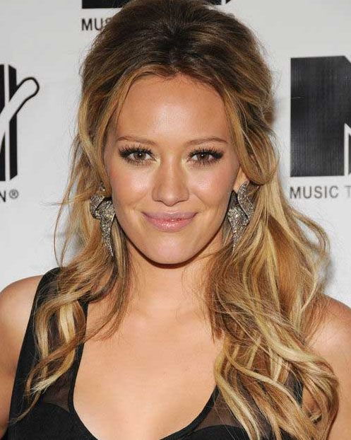 Hilary Duff's Long Blonde Hair In Wavy Ombre Effect Hairstyle