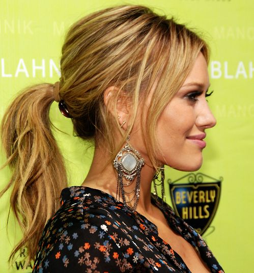 Hilary Duff's Long Blonde Hair In Wavy Ponytail Updo Hairdo