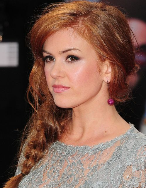 Isla Fisher's Long Red Hair In Girly Sweet Side Braid