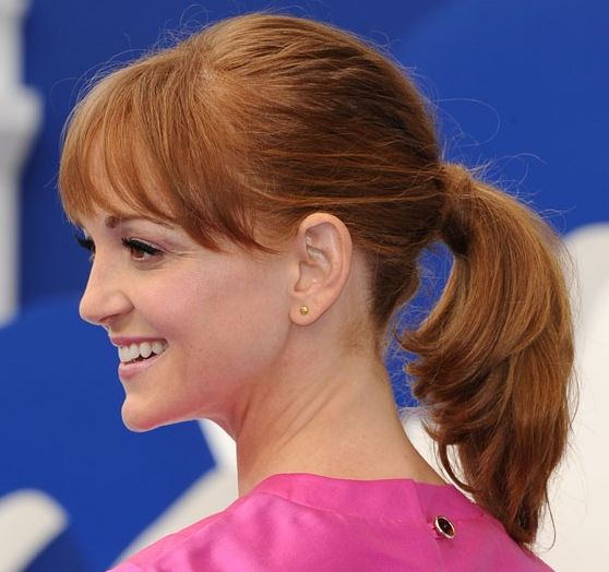 Jayma Mays's Red Straight Hair In Simple Casual Ponytail