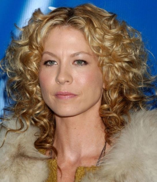 Jenna Elfman's Blonde Hair In Long Curly Layered Hairstyle