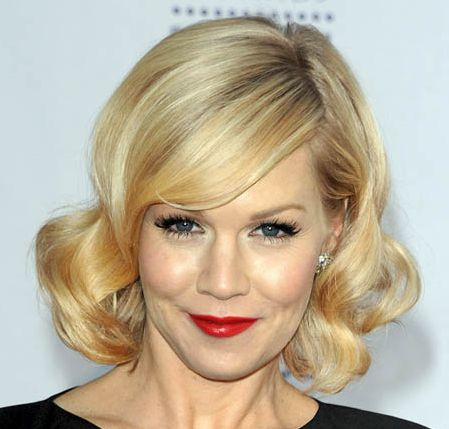 Jennie Garth's Blonde Hair In Sassy Bouncy Wavy Bob Hairstyle