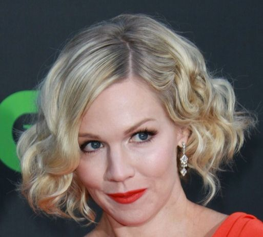 Jennie Garth's Blonde Hair In Short Playful Curly Bob Hairstyle