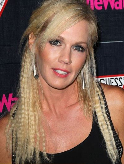 Jennie Garth's Long Blonde Hair In Crimped Hairstyle