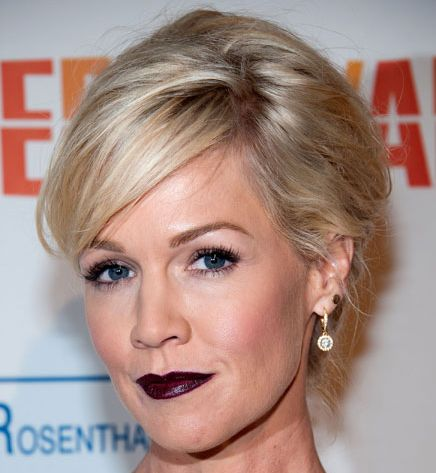 Jennie Garth's Short Straight Blonde Hair In Cropped Mature Hairstyle