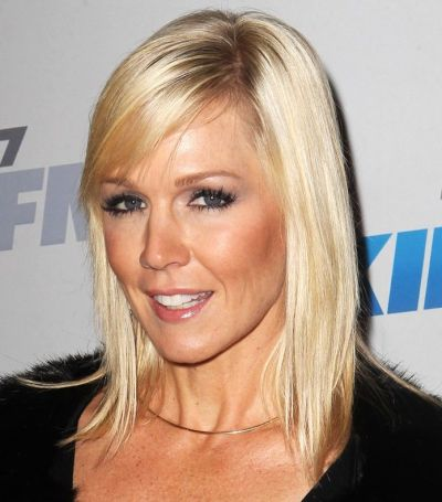 Jennie Garth's Straight Blonde Hair In Medium-Length Hairstyle