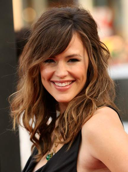 Jennifer Garner's Long Brown Layered Hair With Side Bangs