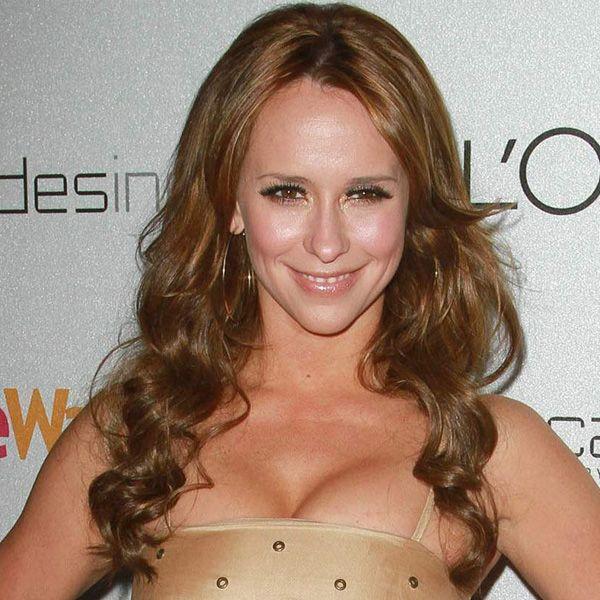 Jennifer Love Hewitt's Brown Hair In Long Wavy Hairstyle