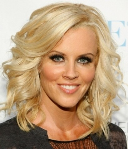 Jenny McCarthy's Medium-Length Pretty Blonde Hair In Curly Hairstyle