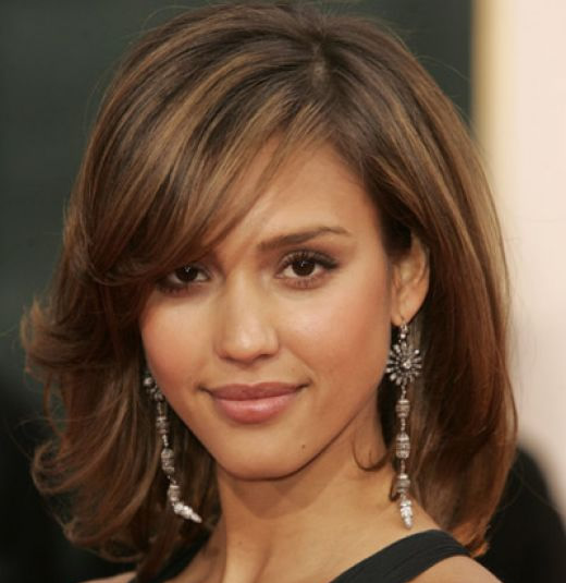 Jessica Alba's Charming Medium Length Bob Hairstyle Ideal For Romantic Dates