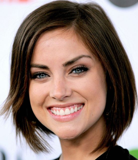 Jessica Stroup's Dark Brown Hair In Sassy Casual Bob Hairstyle