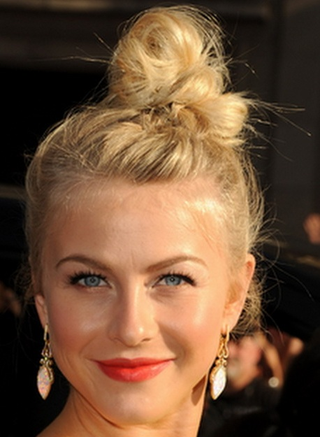 Julianne Hough's Blonde Hair In Messy Top Knot Updo Hairdo