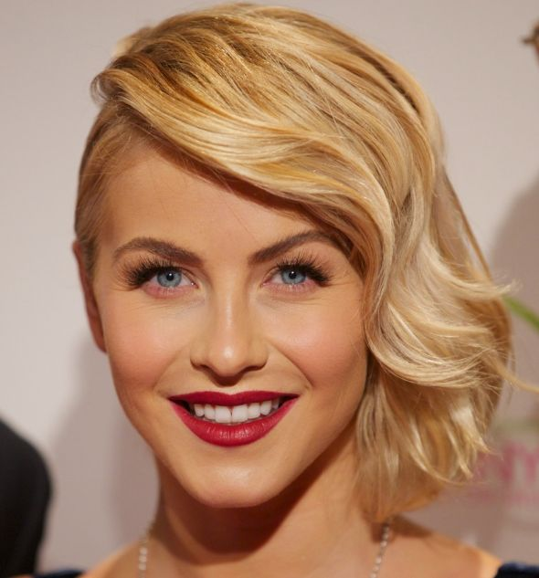 Julianne Hough's Medium-Length Blonde Wavy Hair In Sideswept Hairdo
