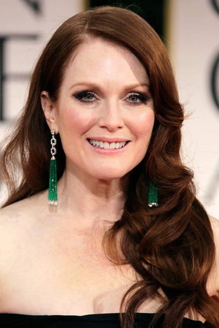 Julianne Moore's Sleek Waves Hairstyle for Redheads