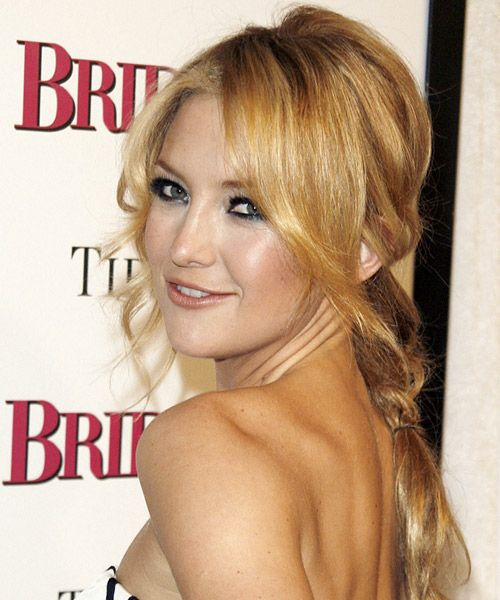 Kate Hudson's Long Blonde Hair In Loose Braided Hairstyle