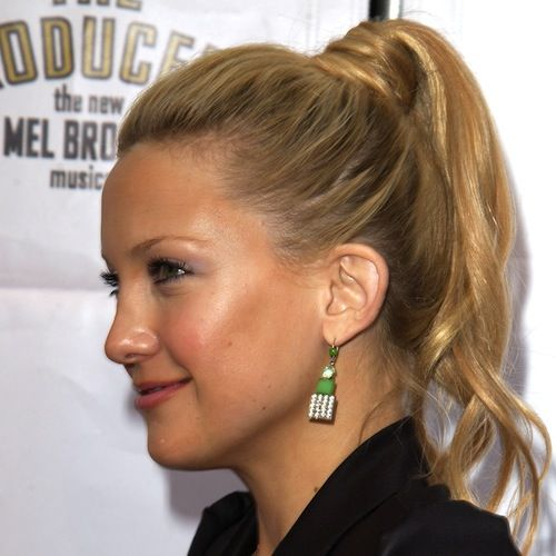 Kate Hudson's Long Blonde Hair In Simple High Ponytail