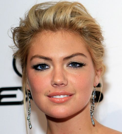 Kate Upton's Blonde Hair In Simple Formal Updo Hairdo