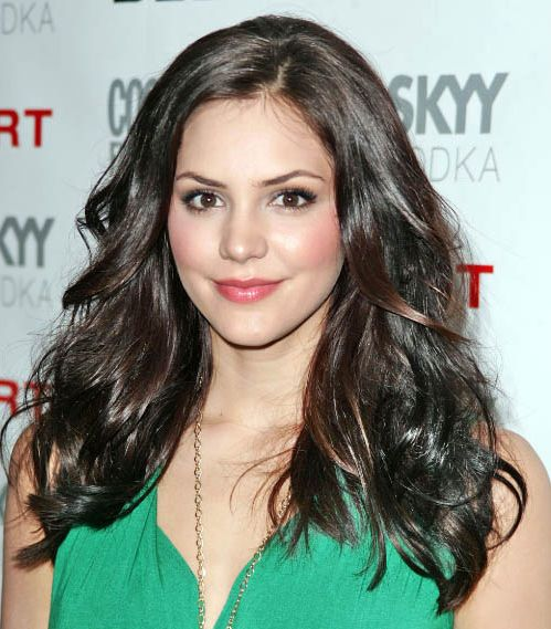 Katharine McPhee's Long Brown Hair In Layered Wavy Hairstyle