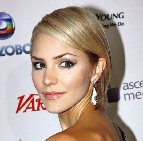 Katharine McPhee's Short Blonde Hair In Sleek Straight Hairstyle