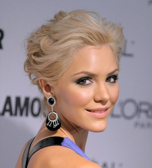 Katharine McPhee's Short Blonde Hair In Wavy Formal Hairstyle
