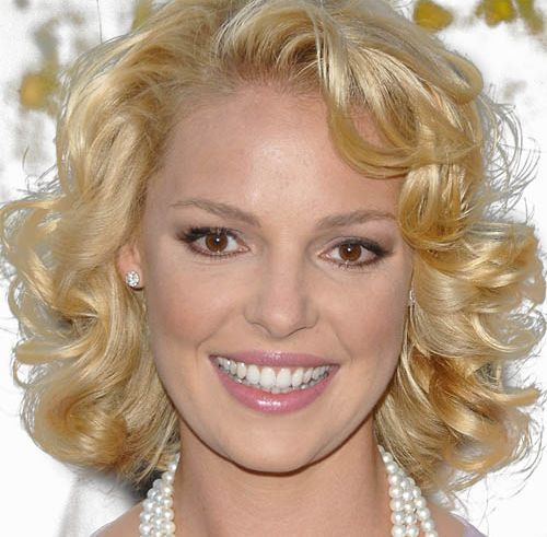 Katherine Heigl's Short Blonde Hair In Curly Bob Hairstyle