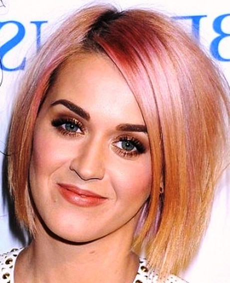 Katy Perry's Short Choppy Bob Has Pink Highlights.