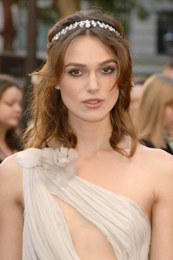 Keira Knightley's Medium Wavy Hair With Headband For Prom