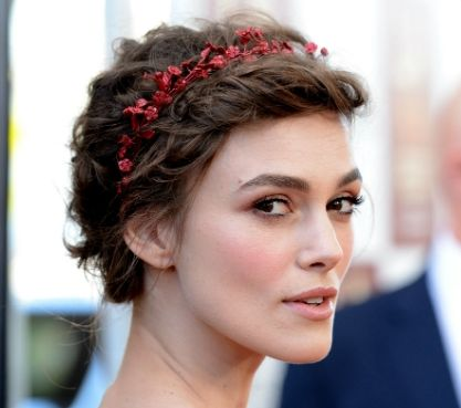 Keira Knightley's Short Brown Hair In Prom Hairdo With Garland