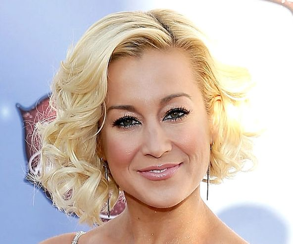 Kellie Pickler's Blonde Hair In Curly Bob Formal Hairstyle