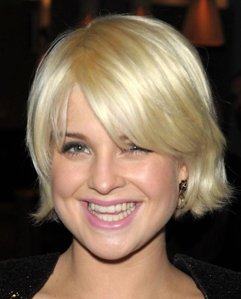 Kelly Osbourne's Short Straight Blonde Hair In Wedge Hairstyle