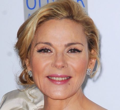 Kim Cattrall's Blonde Hair In Formal Chignon Updo Hairdo