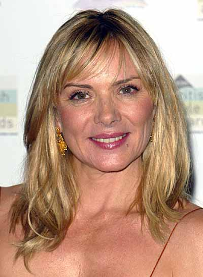 Kim Cattrall's Medium-Length Blonde Hair In Wavy Hairstyle