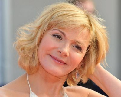 Kim Cattrall's Short Blonde Hair In Wavy Mature Hairstyle