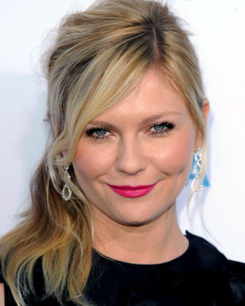 Kirsten Dunst's Blonde Hair In Wavy Formal Side Ponytail