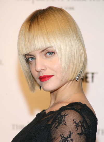 Mena Suvari Retro Short Blonde Bob Hairstyle With Blunt Bangs