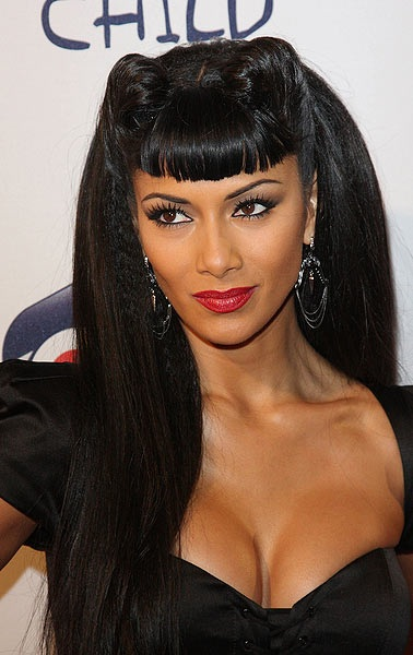 Nicole Scherzinger's Pin Up Hairstyle With Short Bangs