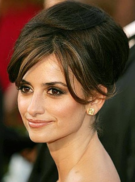 Penelope Cruz Brunette Hair In Glamorous Bouffant Formal Hairdo