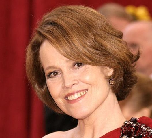 Sigourney Weaver's Brown Hair In Short Layered Wavy Hairstyle