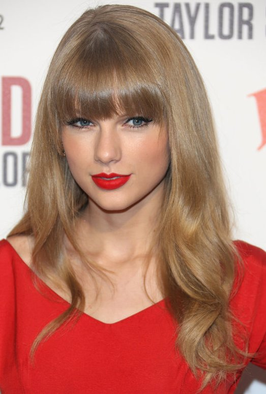 Taylor Swift Long Straight Blonde Hair With Blunt Cut Bangs